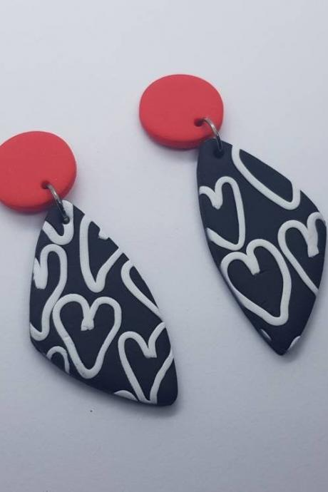 Heart triangle statement earrings polymer clay orecchini cuore 80s black white triangolo